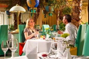 Abendessen im Restaurant Palmengarten mit einem Glas Wein